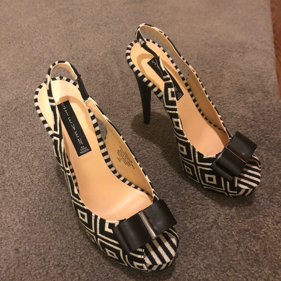 879415ca6c7 NWT Steven by Steve Madden peep toe platform heels